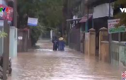 Mưa lớn chia cắt, gây ngập nhà dân tại Huế