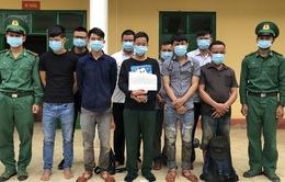 Bắt giữ 10 đối tượng đang vượt biên trái phép sang Lào