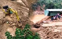 Người dân làng bên vượt thác lũ, mưa bão 3 tiếng để cứu hộ người gặp nạn