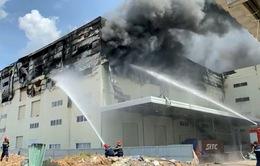Cháy lớn thiêu rụi 4.000 m2 xưởng sản xuất bàn ghế sofa ở KCN Sóng Thần 3