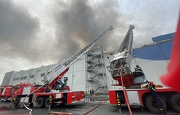 Cháy lớn trong khu công nghiệp Hiệp Phước, TP.HCM