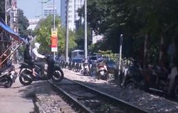 """Hết năm 2020, Hà Nội """"xóa sổ"""" lối đi tự mở qua đường sắt"""