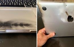 """Hàng không Việt Nam tiếp tục """"cấm cửa"""" Macbook Pro 15 inch đời 2015 - 2017"""
