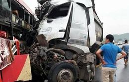 Xe khách đâm trực diện xe tải, Quốc lộ 6 đoạn qua Sơn La ùn tắc kéo dài