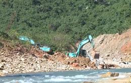 Kết hợp hoàn thiện việc nắn dòng chảy và tìm kiếm nạn nhân vụ sạt lở Thủy điện Rào Trăng 3