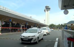 """Phân làn xe đưa đón tại sân bay Tân Sơn Nhất: Có """"xử ép"""" xe công nghệ?"""