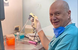 Bác sĩ chuyên khoa virus 69 tuổi tự nguyện tái nhiễm để kiểm tra phản ứng miễn dịch