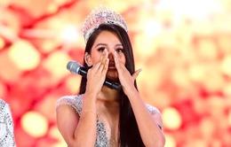 Tiểu Vy khóc không dừng khi chuyển giao vương miện Hoa hậu Việt Nam