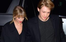 """Taylor Swift tiết lộ bạn trai cùng sáng tác """"folklore"""""""