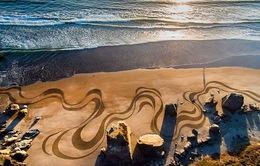 Choáng ngợp trước tác phẩm nghệ thuật khổng lồ 35000m2 trên cát