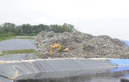 Yêu cầu chấm dứt tình trạng người dân bới rác tìm phế liệu tại bãi rác Nam Sơn