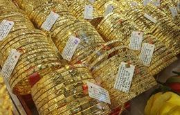 Giá vàng trong nước tăng mạnh, cao hơn thế giới gần 4 triệu đồng/lượng