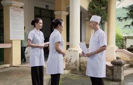 Lửa ấm - Tập 51: Tự ý đến vùng dịch tìm mẹ, Quang gặp nạn