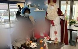 """""""Ông già Noel"""" vô tình làm lây nhiễm SARS-CoV-2 cho 75 người ở nhà dưỡng lão"""