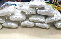 Truy đuổi đối tượng vận chuyển 8 kg ma tuý đá từ Lào về Việt Nam