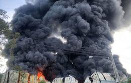 Hỏa hoạn thiêu rụi công ty sản xuất mút xốp ở Bình Dương