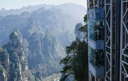 """""""Nghẹt thở"""" với thang máy cao nhất thế giới bên vách đá 300m"""