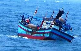 Tìm kiếm 2 ngư dân Bình Định mất tích