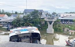 Khởi tố lái xe tải chở lúa làm sập cầu dân sinh