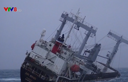Một tàu hàng sắp chìm ngoài biển Bình Thuận