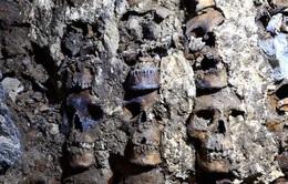 """Bí mật """"rợn người"""" ở tháp đầu lâu Aztec tại Mexico"""