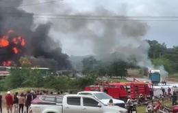 Cháy nổ pháo lớn gần cửa khẩu Lao Bảo, nhiều người thương vong