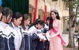 Hoa hậu Đỗ Thị Hà trao tặng 200 triệu cho ngôi trường từng theo học
