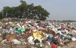 Gần 10.000 tấn rác tồn đọng, tràn ra đường tại Mỹ Đức