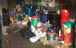 Bắt giám đốc công ty sản xuất dầu nhớt giả quy mô lớn ở TP.HCM