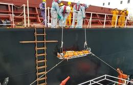 Cứu thuyền viên người nước ngoài nguy kịch trên biển