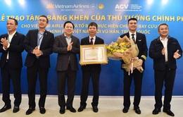 Tặng bằng khen của Thủ tướng Chính phủ cho tổ bay đến Vũ Hán đón công dân Việt Nam
