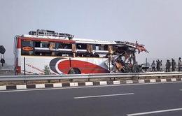 Ấn Độ: Xe khách tông xe bán hàng lưu động, 14 người thiệt mạng