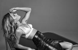 Làm lành với chồng cũ, Jennifer Aniston xuất hiện dữ dội trong loạt ảnh mới