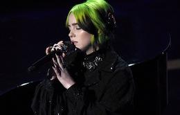 Billie Eilish xấu hổ về màn trình diễn tại Oscar