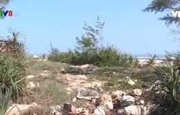 Vấn nạn rác thải ở bờ biển Thừa Thiên - Huế