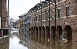Anh cảnh báo lũ lụt nghiêm trọng do bão Dennis