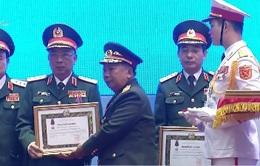 Trao tặng huân chương Nhà nước cho lãnh đạo quân đội Việt Nam - Lào