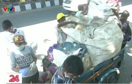 Hàng trăm tình nguyện viên tham gia chiến dịch dọn dẹp đường phố tại Ấn Độ
