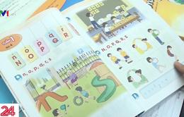 Nhà trường gấp rút chọn sách giáo khoa cho năm học mới
