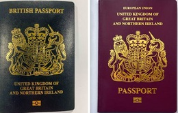 Anh chính thức đổi màu hộ chiếu sau Brexit