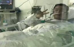 Hoãn đám cưới để chống dịch, bác sĩ 29 tuổi qua đời vì COVID-19