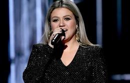 Kelly Clarkson xác nhận trở lại làm dẫn chương trình lễ trao giải Billboard