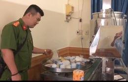 Bình Dương: Bắt quả tang một cơ sở sản xuất nước rửa tay giả số lượng lớn