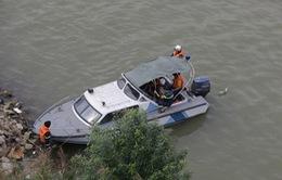 Cứu sống 1 thanh niên ra cầu Vĩnh Tuy tự tử