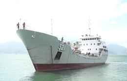 Đưa 33 ngư dân bị nạn vào bờ an toàn