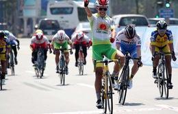 """Cua rơ Nguyễn Thị Thật giành áo vàng """"kép"""" ngày khởi tranh Giải đua xe đạp nữ quốc tế 2020"""
