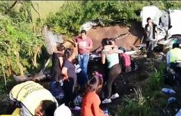 Lật xe tải chở người di cư ở Mexico, 82 người thương vong