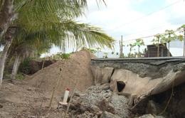 Khó khăn khắc phục các đoạn đường sụt lún tại Cà Mau