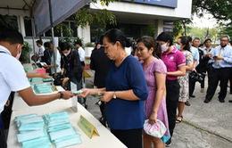 Chính phủ Thái Lan bán khẩu trang cho người dân
