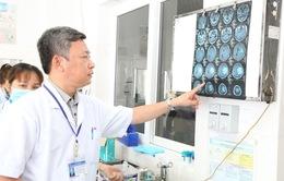 Lấy khối u màng não phức tạp, gây liệt nửa người